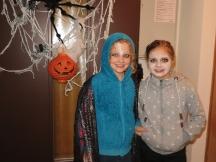 Für die Halloween-Party geschminkt