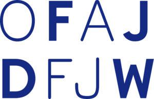 Logo des Deutsch-Französischen Jugendwerks mit übereinandergeordetem Schriftzug »OFAJ« und »DFJW« in blauer Schrift auf weißem Grund.
